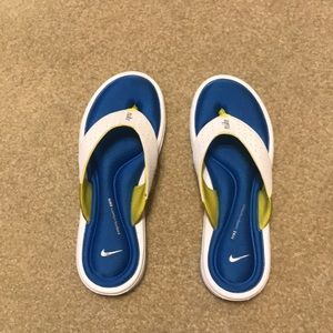 Nike comfort footbed flip flops